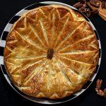 Чем смазывают пироги, желтком или белком?