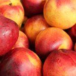 Какие витамины и сколько углеводов в нектарине?