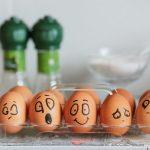 Почему яйцо взрывается в микроволновке?