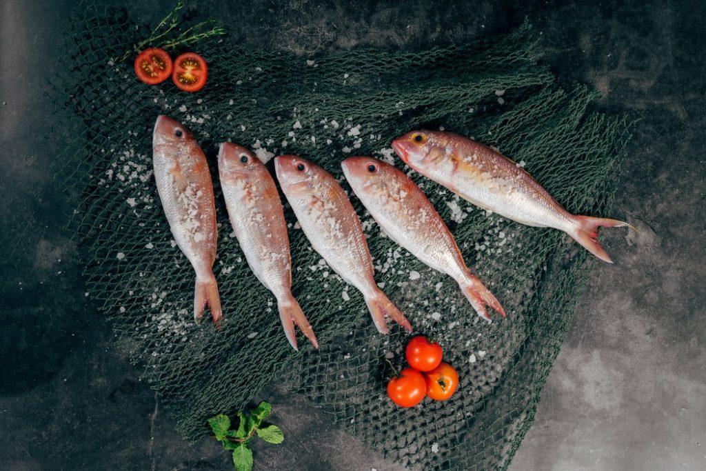В горле застряла косточка от рыбы: что делать?