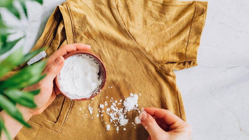 Чем отстирать подсолнечное масло с одежды?